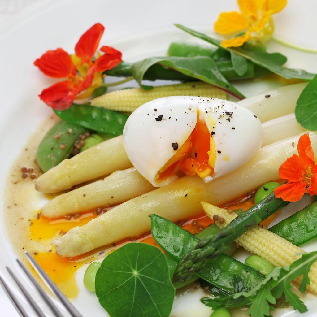 Witte asperges en wijn